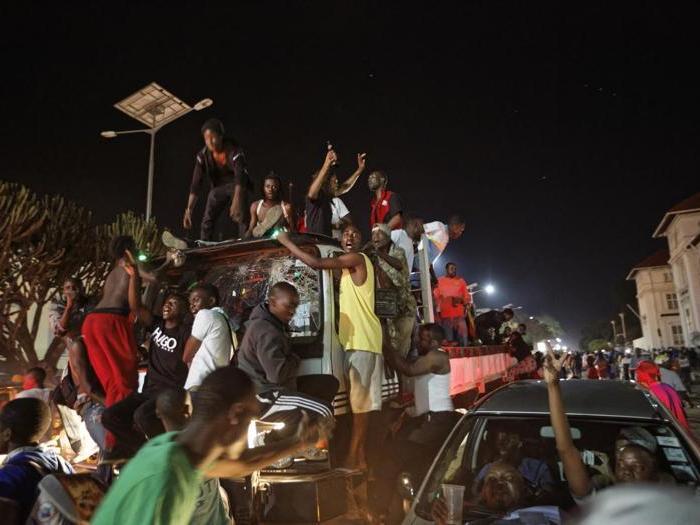 Zimbabwe, dopo le dimissioni di Mugabe si scatena la festa