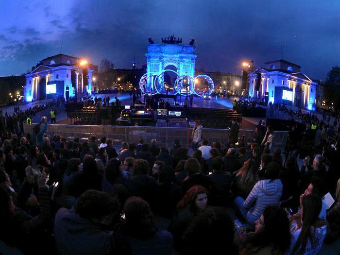 Audi City Lab 2019, la musica di Ludovico Einaudi «illumina» l'Arco della Pace di Milano