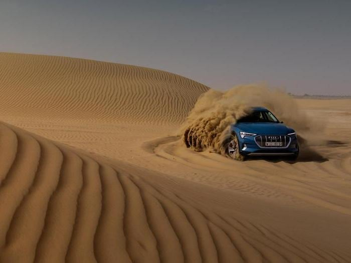 Audi e-tron, le foto spettacolari ad Abu Dhabi