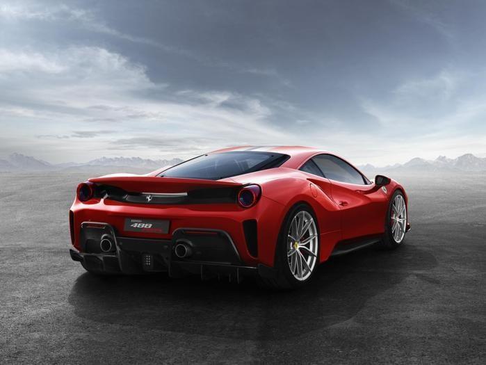 Ferrari 488 Pista, la nuova rossa «da gara»