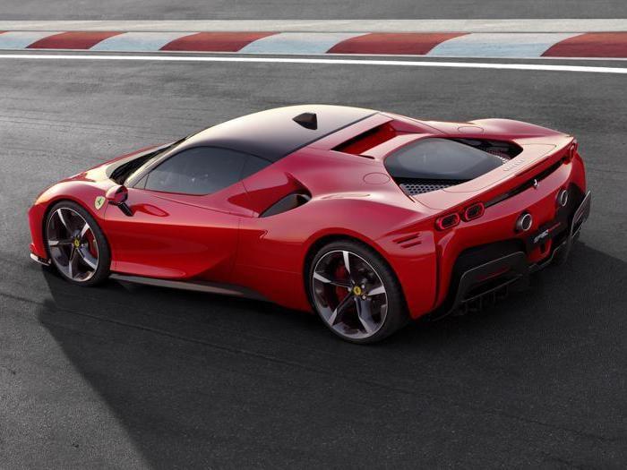 Ferrari SF90 Stradale, la prima ibrida plug-in da 1000 cavalli del Cavallino