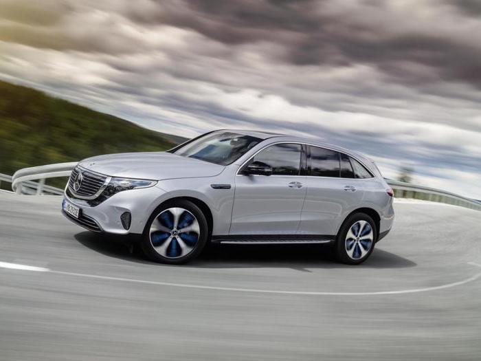 Mercedes EQC, il debutto in Svezia del suv elettrico