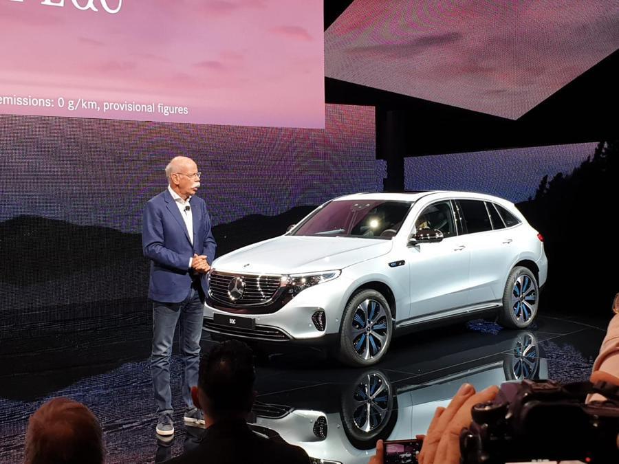 La nuova Mercedes EQC con Dieter Zetsche numero uno di Daimler (credit Mario Cianflone)