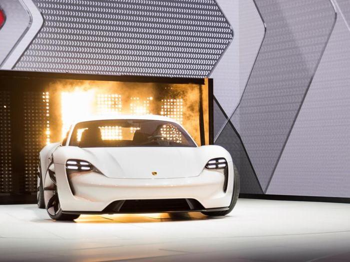 Porsche Taycan, le foto della anti Tesla tedesca