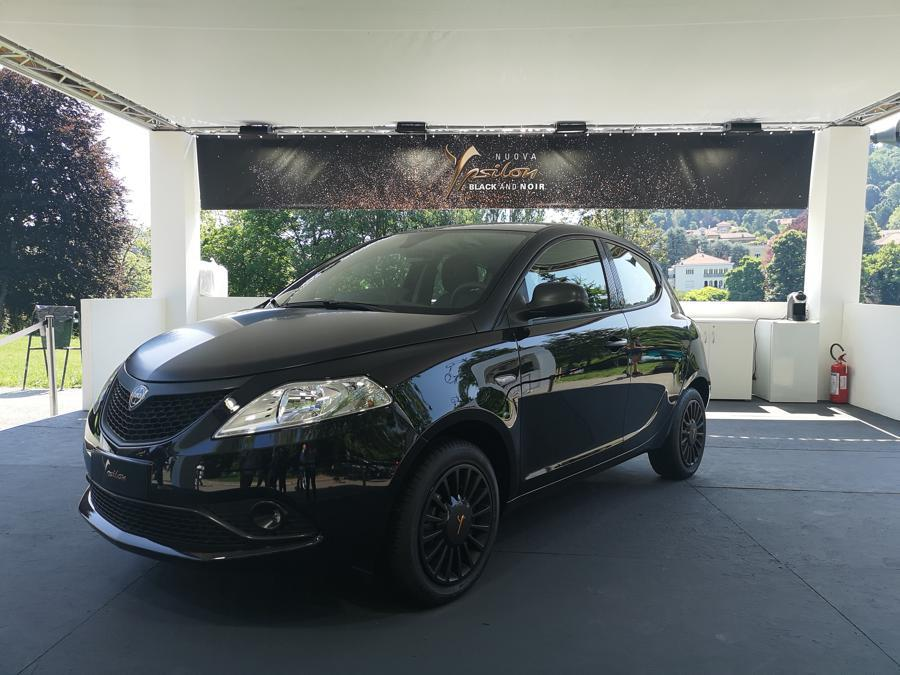 Lacia Ypsilon Black and Noir (Giulia Paganoni)