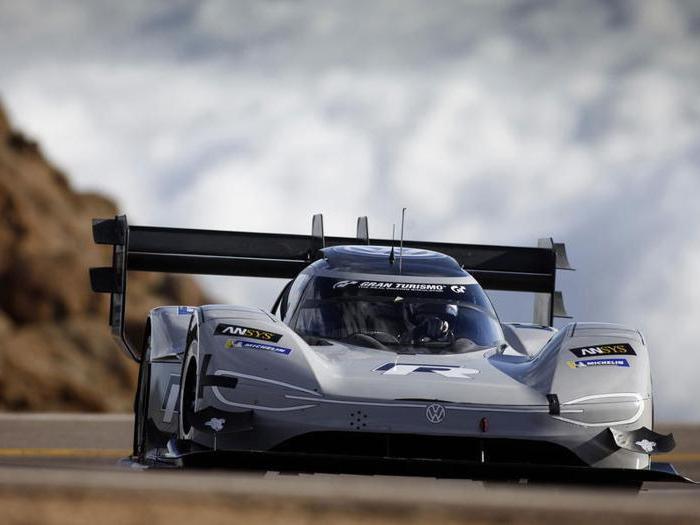Volkswagen batte tutti i record alla Pikes Peak 2018
