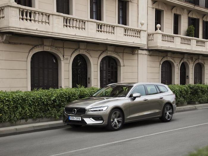 Volvo V60, le foto inedite della prova su strada