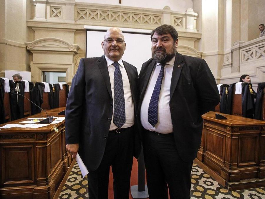 Pietro Di Tosto (s) e Aldo Minghelli in un'aula della Corte di Cassazione in occasione della cerimonia (ANSA/GIUSEPPE LAMI)