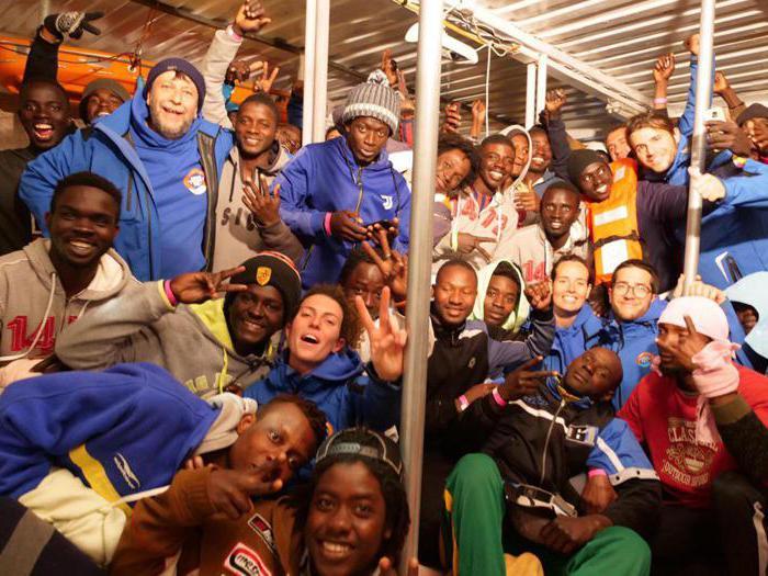 Lo sbarco a Lampedusa dei 49 migranti della Mare Jonio
