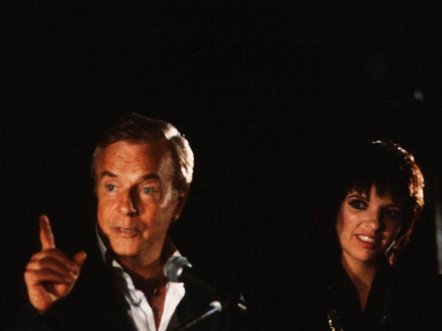 Franco Zeffirelli e Liza Minelli sul set di   «Positano» del  1983 . (Afp)