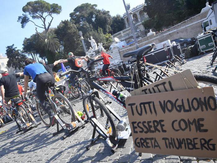 #Fridaysforfuture, a Roma giovani in piazza con Greta Thunberg per il clima
