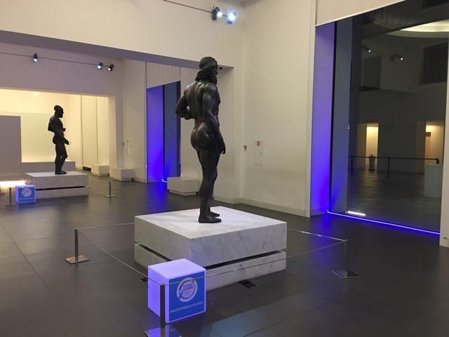 Dai Bronzi di Riace a Napoleone: statue in azzurro per la prevenzione del tumore alla prostata
