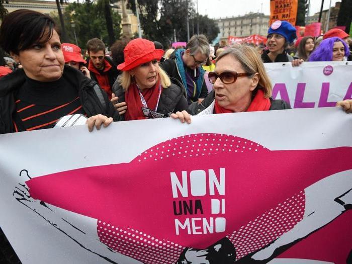 Il corteo a Roma contro la violenza sulle donne
