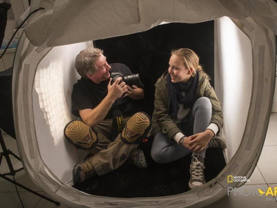 Joel Sartore nella tenda con la principessa Theodora Von Liechtestein al Parco Natura Viva di Bussolengo (Vr), durante gli scatti per il progetto National Geographic Photo Ark
