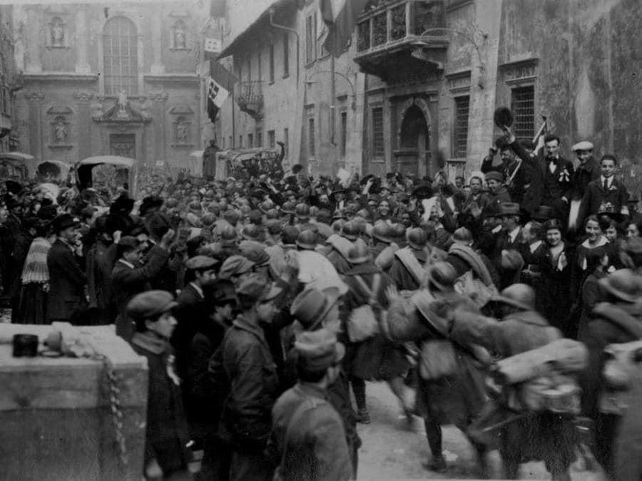 I soldati italiani a Trento, 3 novembre 1918 (archivio del Museo storico italiano della Guerra di Rovereto)