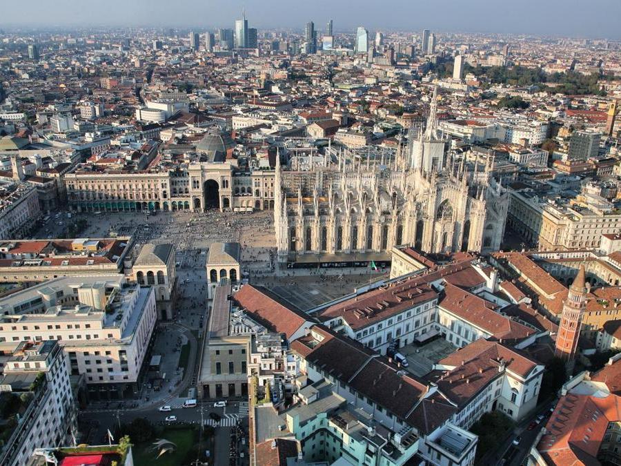 Veduta verso Piazza del Duomo e verso skyline