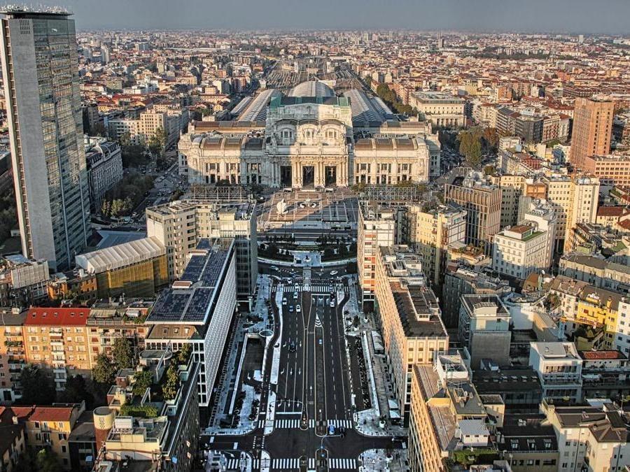 Veduta verso la Stazione Centrale e il Grattacielo Pirelli