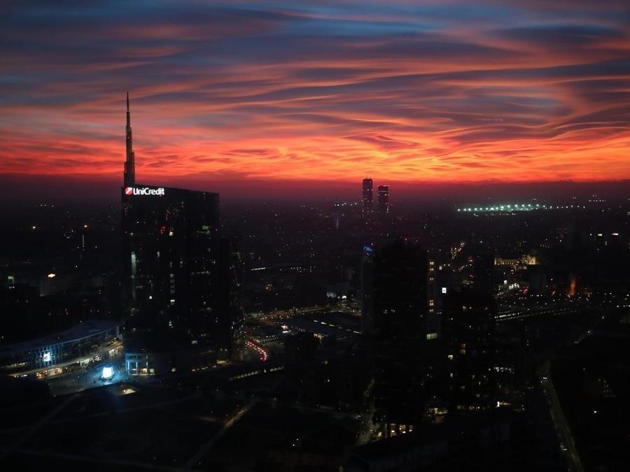Veduta verso lo skyline al tramonto