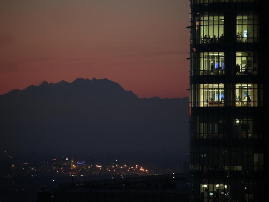 Veduta verso Rho Fiera in lontanza e a destra Torre Unicredit
