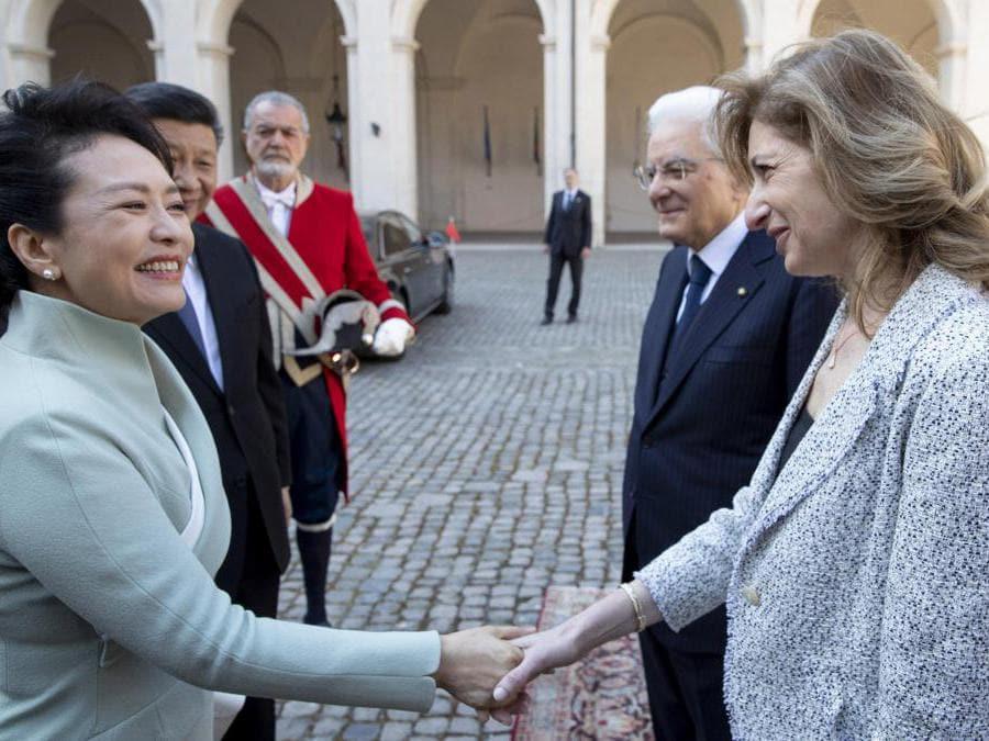 Il presidente cinese  Xi Jinping,   sua moglie Peng Liyuan,  il  presidente della Repubblica  Sergio Mattarella e sua figlia Laura Mattarella.  (Ansa / Ufficio stampa Quirinale)