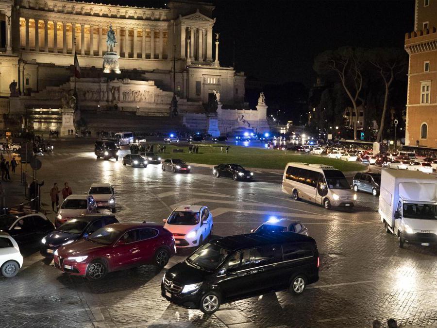 Un veicolo della scorta del presidente cinese Xi Jinping a Piazza Venezia, Roma, 21 marzo 2019. (Ansa / Massimo Percossi)