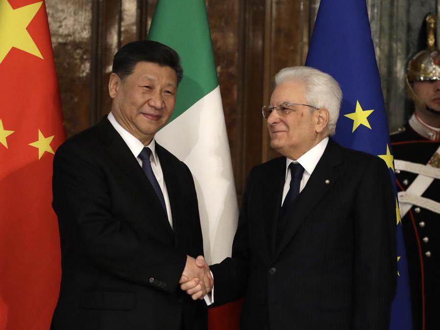 Il presidente cinese  Xi Jinping, con il presidente della Repubblica Sergio Mattarella  (AP Photo/Alessandra Tarantino, Pool)