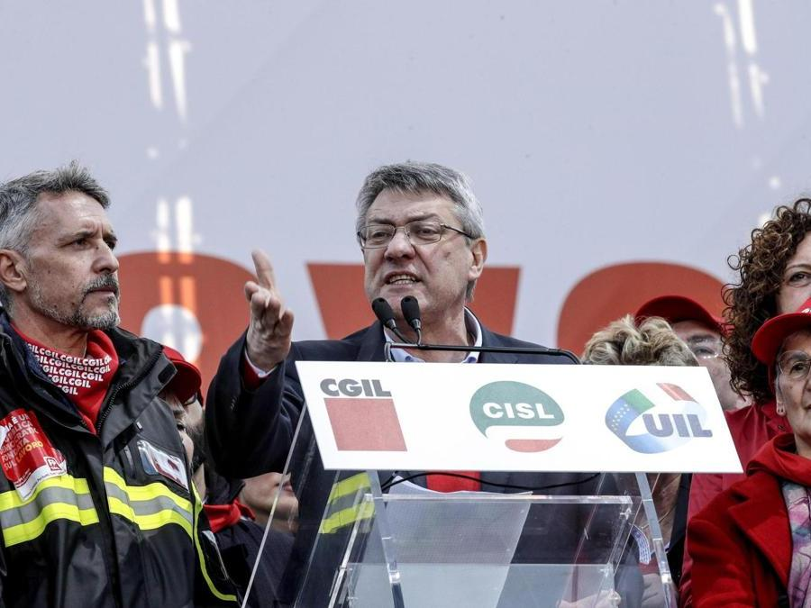 Il segretario generale Cgil Maurizio Landini  - ANSA/GIUSEPPE LAMI