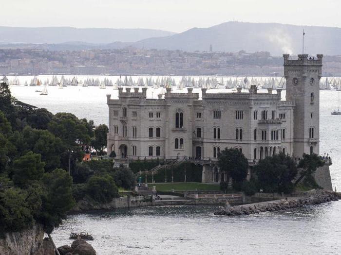 Lo spettacolo della Barcolana a Trieste