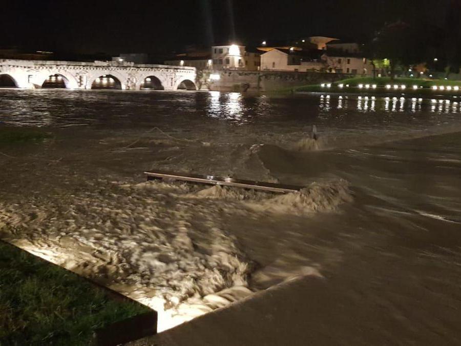 La piena del Savio che sta interessando Rimini  (Ansa)