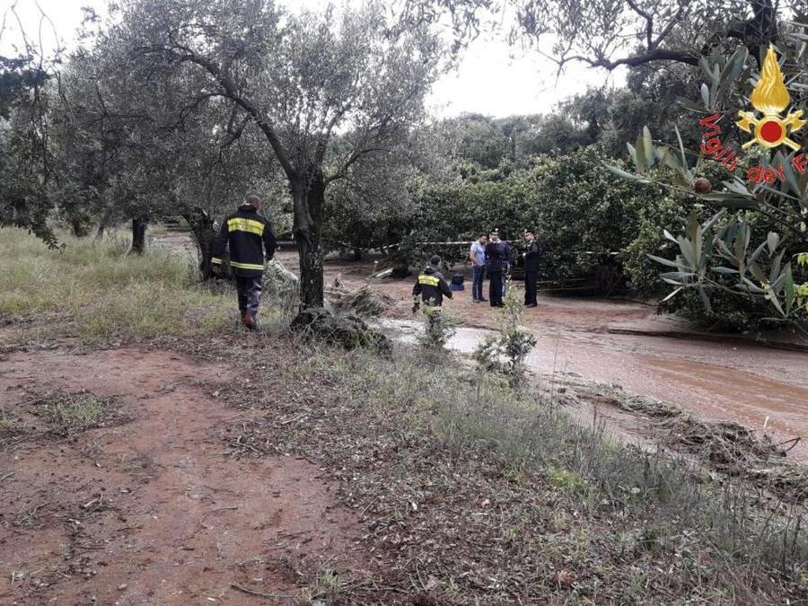 La zona del ritrovamento dei corpi della mamma e di uno dei due figli dispersi in provincia di Lamezia Terme a seguito dell'ondata di maltempo, 5 ottobre 2018. ANSA/ VIGILI FUOCO UFFICIO STAMPA