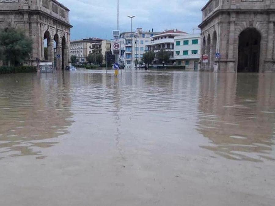 I danni causati dalla forte ondata di maltempo a Livorno, 10 settembre 2017. ANSA/PROTEZIONE CIVILE
