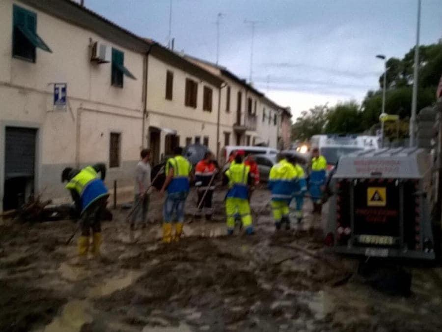 Una foto fornita dall'organizzazione delle Misericordie della Toscana mostra i danni causati dal maltempo a Montenero, 10 settembre 2017. ANSA/FEDERAZIONE REGIONALE MISERICORDIE DELLA TOSCANA