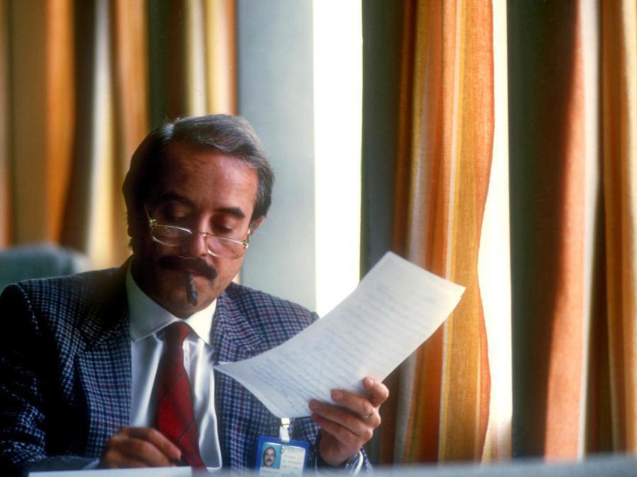 1989  - Giovanni Falcone nel suo studio. (Agf)