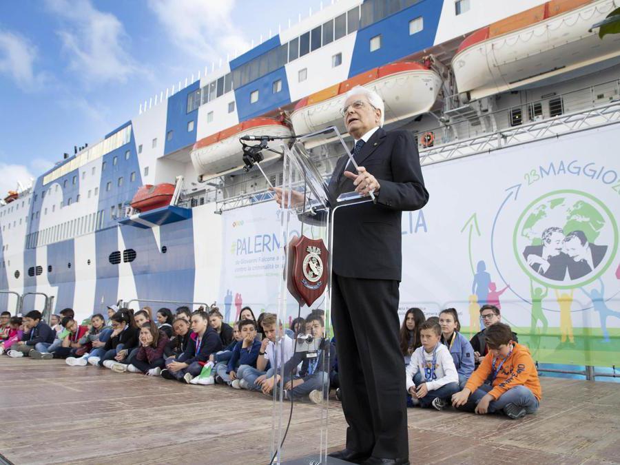 Il Presidente della Repubblica Sergio Mattarella alla cerimonia in occasione della partenza della Nave della Legalità. (Ansa)