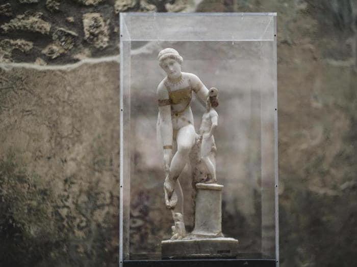 Per l'8 marzo a Pompei torna la Venere in bikini