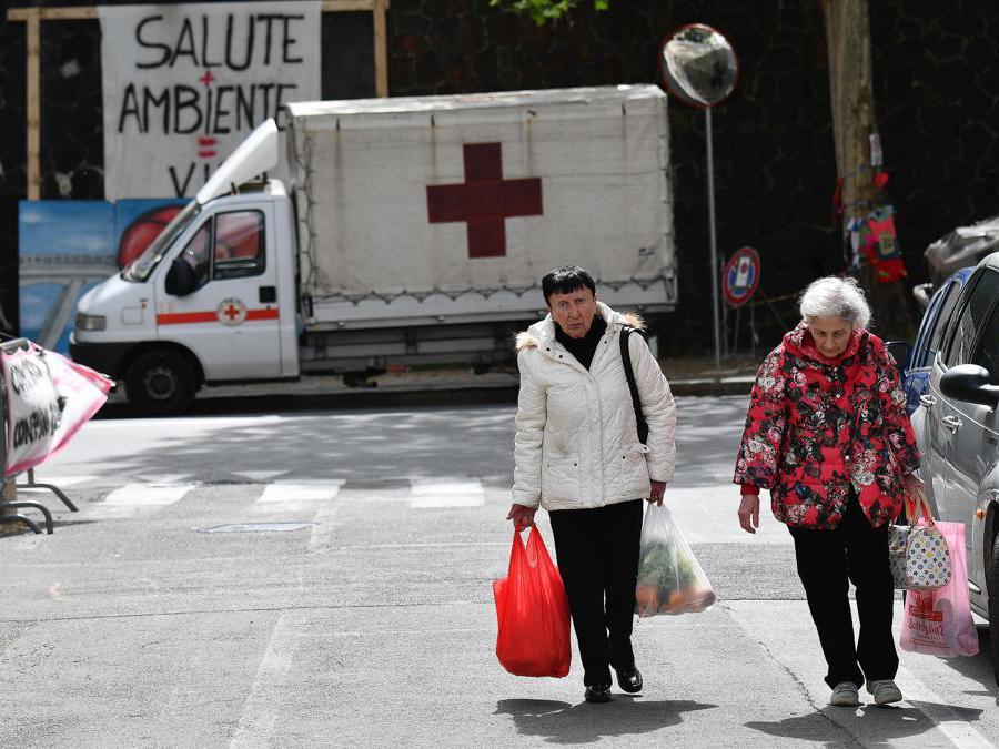 Riprese le operazioni per far entrare gli sfollati di via Porro nelle loro casa per l'ultima volta per poter recuperare le ultime cose, Genova. ANSA/LUCA ZENNARO