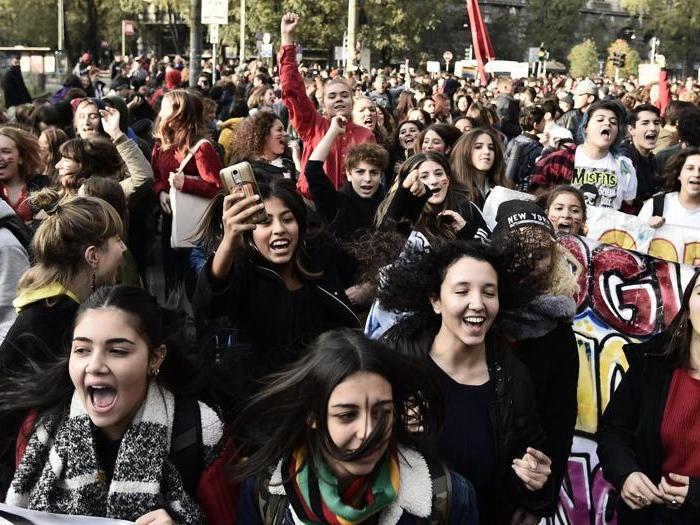 Studenti in piazza contro il Governo