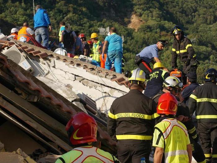 Terremoto a Ischia: crolli e paura tra la gente in strada