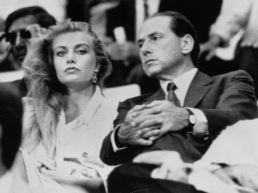 Veronica Lario e Silvio Berlusconi, una storia lunga 24 anni - In tribuna allo stadio durante una partita del Milan a Milano (ANSA ARCHIVIO)