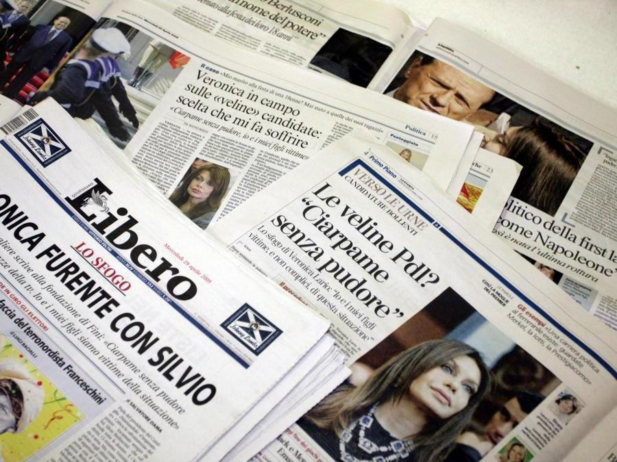 29 aprile 2009 - Prime pagine dei giornali quotidiani italiani in merito alle dichiarazioni di Veronicasul marito (Fotogramma)