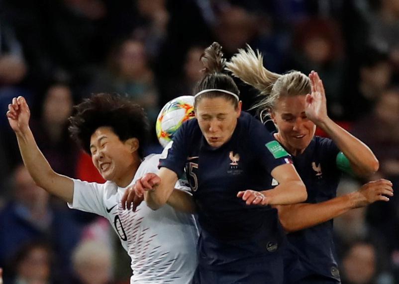 Elise Bussaglia,  Amandine Henry e  Ji Soyun (Reuters)