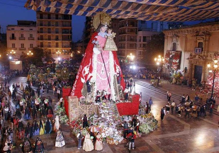 Un momento durante l'offerta di fiori alla Vergine (PH Visit Valencia)