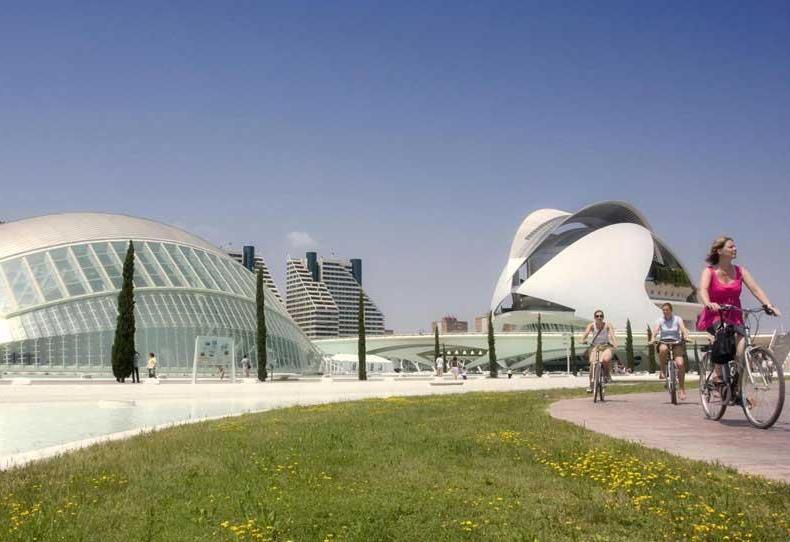 Gli edifici che costuiscono l'avveniristica Città della Scienza e delle Arti (PH Visit Valencia)