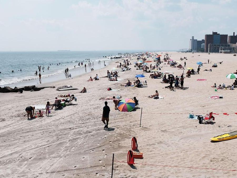 La spiaggia di Coney Island (Spencer Platt/Getty Images/AFP)
