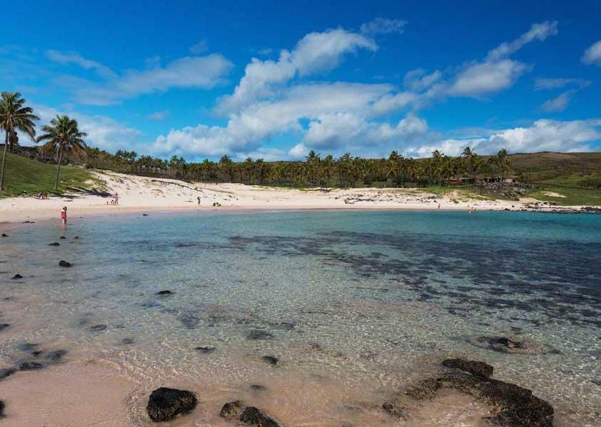 Anakena, una delle spiagge più spettacolari dell'Isola di Pasqua (PH Chile Travel)