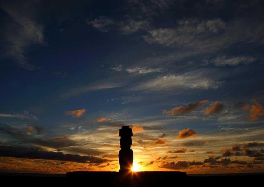Un suggestivo tramonto sull'Isola di Pasqua (PH Chile Travel)