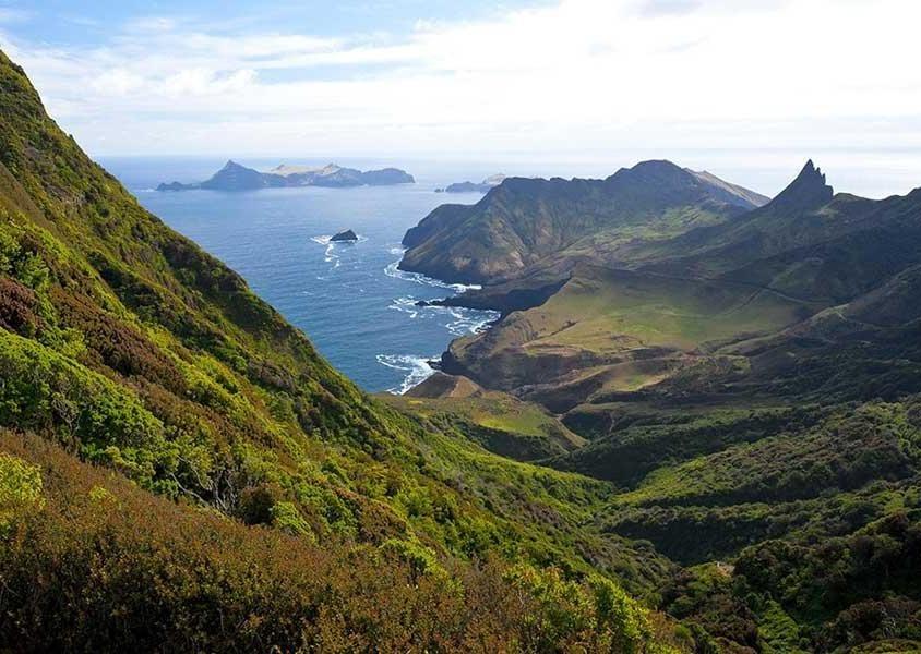 Una veduta dell'Archipiélago Juan Fernández, situato a 667 km a ovest dalla costa cilena (PH Chile Travel)