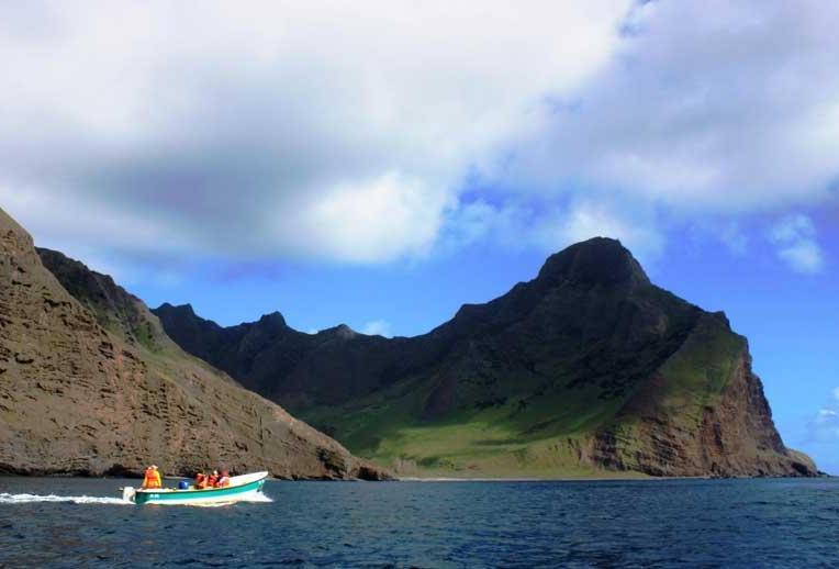 Juan Fernández comprende tre isole maggiori e tanti piccoli isolotti: la più famosa è Isla Robinson Crusoe (PH Chile Travel)
