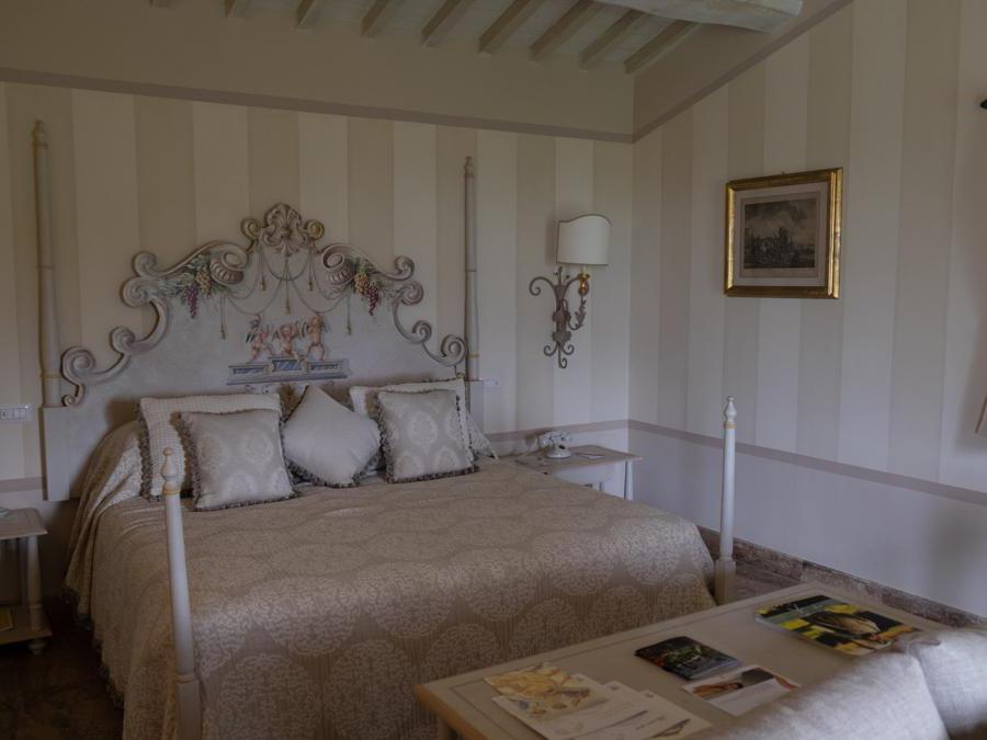 Cortona, Il Falconiere. Una delle camere (Credit: Franco Sarcina)