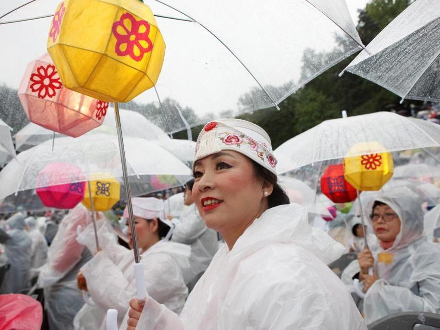 Seoul, la festa delle lanterne apre i festeggiamenti per il compleanno di Buddha (REUTERS/Kwak Sung-Kyung)
